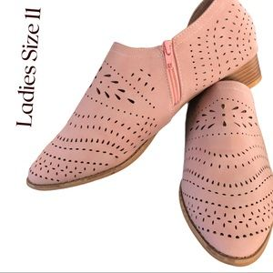 EUC Ladies Cut Out Flats withZipper Detail Pink